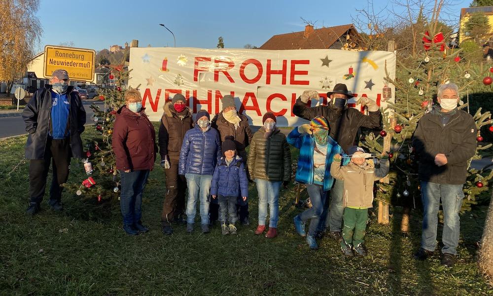 Weihnachtliches Transparent am Ortseingang von Ronneburg-Neuwiedermuß